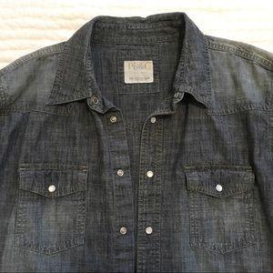 Stylish pearl-finish snap denim shirt